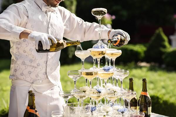 Try Our Wedding Alcohol Calculator If You're Planning to Tie the Knot